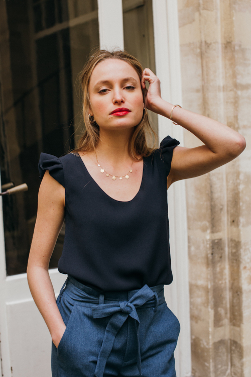 NAVY AMOR BLOUSE